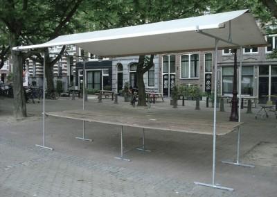 4 meter stal met bok voor optimale ondersteuning-met wit lichtdoorlatend dak